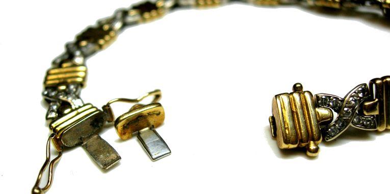 C mo arreglar el cierre de una pulsera taller de joyeria for Como es una beta de oro